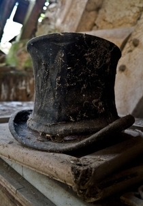 A forgotten top hat among the ruins of a house