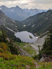 A gorgeous mid-day in the North Cascades Maple Pass Loophole WA