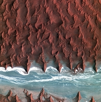 A gorgeous satellite image of the Nambib Desert taken by Koreas Kompsat- satellite