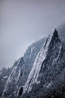 A light dusting over the Flatirons Boulder Colorado oc X