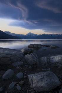 A memorable sky over Lake Pukaki and Mt Cook New Zealand  x