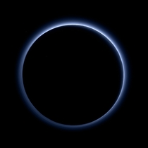 A near-true-colour image of Plutos bluish hazes taken by New Horizons