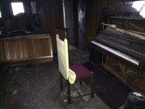 A piano in an abandoned home I konw the res isnt the best sorry