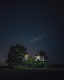 A picture of an abandoned home