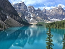 A quick road trip pit stop turned real life postcard Moraine Lake Alberta Canada