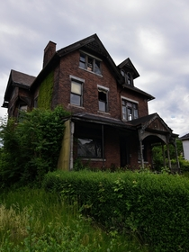 A rather creepy looking abandoned house in Pennsylvania