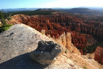 A rock sits on the rim of Bryce Canyon UT