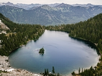 A stunning alpine lake out in the Central Cascades of WA State  IG TallCupOfChocolateMilk
