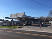 A tombstone to modernism - an abandoned gas station in Cave City IN