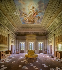 A true work of art on the ceiling - the definition of AbandonedPorn Italy