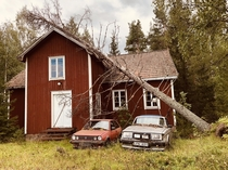 Abandoned cars keeping the old house company Grdsj Sweden