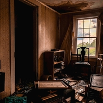 Abandoned Country Bedroom A Lost World Vibe