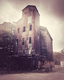 Abandoned Distillery-Rickhouse in Bourbon County Kentucky Photo by Clint Jarboe