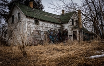 Abandoned Farm House in Illinois gives me Texas Chainsaw vibes