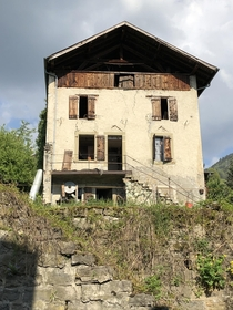 Abandoned farmers paysan house un Switzerland