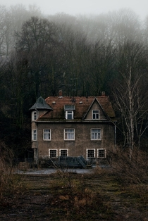 Abandoned farmhouse in Germany   Photo by Benjamin Anbau