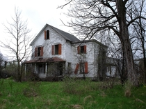 Abandoned farmhouse in Goshen NY Where two victims bodies of serial killer Nathaniel White were found in  Photo by Tim Murray
