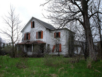Abandoned farmhouse of the convicted serial killer Nathaniel White  x