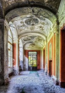 Abandoned foyer in Italy  by Christian Boss