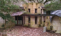 Abandoned Frank Lloyd Wright house George Lewis House Tallahassee FL