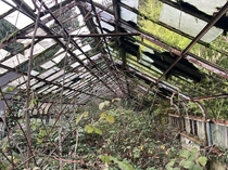 Abandoned greenhouse with some interesting louver mechanisms - Milwaukie OR