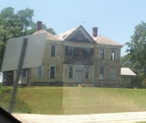 Abandoned house on US in North Carolina
