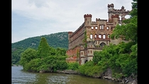 Abandoned Island with abandoned castle about  miles north of NY NY on the Hudson link in comments