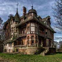 Abandoned mansion in Belgium Photo by Bram Zanden