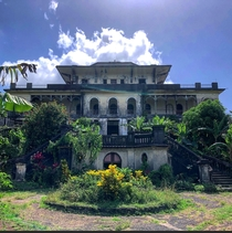 Abandoned mansion on a plantation in the Caribbean