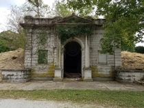 Abandoned Mausoleum at Forest Hill Calvary Cemetery in KC MO  x-post from rCemeteryPorn
