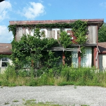 Abandoned Motel Near Ashland Ohio