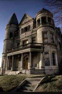 Abandoned Ouerbacker Mansion - Louisville Kentucky