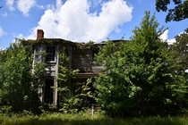 Abandoned Overgrown House in Surry VA