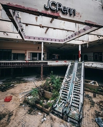Abandoned Rolling Acres Shopping mall