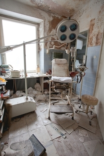 Abandoned surgery - Dr Annas Haus Germany This non-descript house contains the remnants of a fully equipped clinicsurgery including human kidneys in formaldehyde More in comments