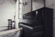 Abandoned villa in Italy  by Ell