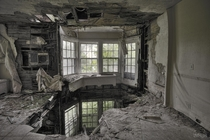 Absolutely Amazing Natural Decay Inside an Abandoned Country Villa