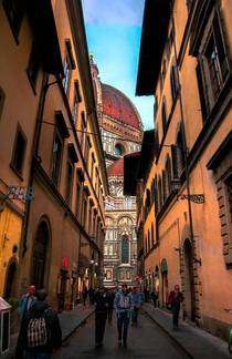 Alleyway views in Florence Italy IG bshootz