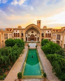 Ameri House - It was originally built as a family residence during the reign of the Zand dynasty for Agha meri the governor of Kashan and is now restored and transformed into a traditional-style hotel