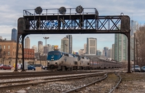 Amtraks westbound Empire Builder rolls out of Chicago