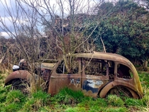 An abandoned car in Lincolnshire