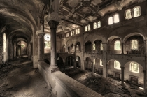 An abandoned cathedral by Niki Feijen