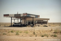 An abandoned Gas Station close to the border between Texas and New Mexicodirectly at the I  exit of Glenrio