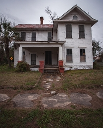 An abandoned house located on a dead end ocx
