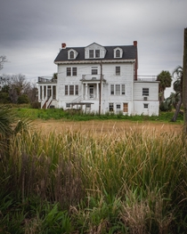 An abandoned plantation built by the former owner of the New York Yankees ocx