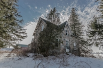 An abandoned stone house on an Ontario Canada backroad See comments for a link to video OC -