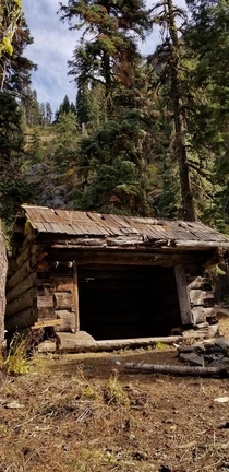 An abandoned structure in Klamath National Forest California OC x