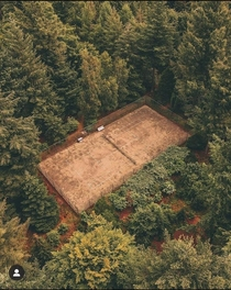 An abandoned tennis court in the woods credits httpsinstagramcomdrone_nijmegensigshidtcdbmy