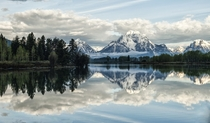 An early morning at Oxbow Bend in the Grand Teton National Park Wyoming  by Jeff Clow x-post rUnitedStatesofAmerica