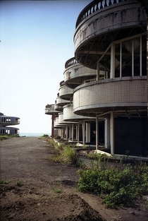 An old resort left to become a ghost town From the now defunct Formica account on Flickr